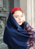 Muchacha hermosa en un pañuelo Imágenes de archivo libres de regalías