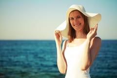 Muchacha hermosa en un sombrero Imagen de archivo libre de regalías
