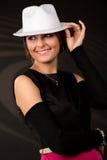 muchacha hermosa en un sombrero blanco fotos de archivo