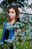 Muchacha hermosa en un traje del dril de algodón Imagen de archivo libre de regalías