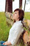 Muchacha hermosa en una camisa blanca Fotografía de archivo