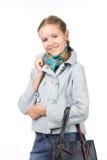 Muchacha hermosa en una chaqueta con un bolso Imagen de archivo libre de regalías