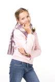 Muchacha hermosa en una chaqueta y una bufanda rosadas Fotos de archivo