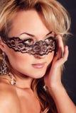 Muchacha hermosa en una máscara Tiro del retrato Foto de archivo libre de regalías