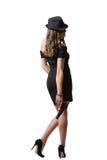 Muchacha hermosa en vestido de noche y la tenencia del sombrero foto de archivo libre de regalías