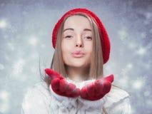 Muchacha hermosa feliz del invierno Foto de archivo libre de regalías