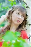 Muchacha hermosa joven al aire libre Imagen de archivo libre de regalías