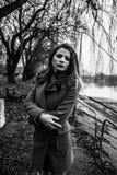 Muchacha hermosa joven blanco y negro Fotografía de archivo libre de regalías