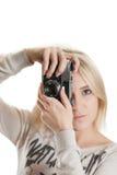 Muchacha hermosa joven con la cámara del vintage Fotos de archivo