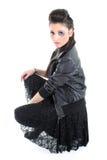 Muchacha hermosa joven en chaqueta de cuero negra Fotografía de archivo