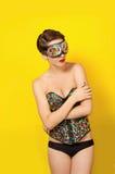 Muchacha hermosa joven en el punky de cuero de la ropa Imagen de archivo