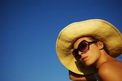 Muchacha hermosa joven en el sombrero Imágenes de archivo libres de regalías