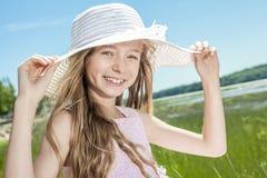 Muchacha hermosa joven en la playa Imagen de archivo libre de regalías
