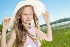 Muchacha hermosa joven en la playa Foto de archivo
