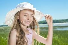 Muchacha hermosa joven en la playa Imagenes de archivo
