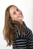Muchacha hermosa joven sonriente con el pelo marrón Fotos de archivo libres de regalías