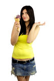 Muchacha hermosa muy feliz con helado a disposición Imagenes de archivo