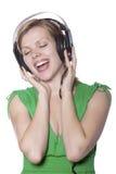 Muchacha hermosa que canta a la música Imagen de archivo libre de regalías