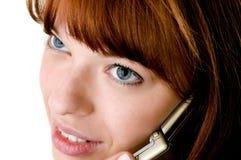 Muchacha hermosa que habla en el teléfono celular Imagen de archivo