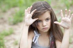 Muchacha hermosa que pide silencio Foto de archivo libre de regalías