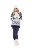 Muchacha hermosa que presenta en la ropa del invierno aislada en blanco Imágenes de archivo libres de regalías