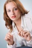 Muchacha hermosa que rompe el cigarrillo. #2 Foto de archivo