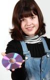 Muchacha hermosa que sostiene un CD Imagenes de archivo