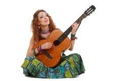 Muchacha hermosa que toca la guitarra Fotografía de archivo libre de regalías