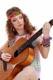 Muchacha hermosa que toca la guitarra Foto de archivo libre de regalías