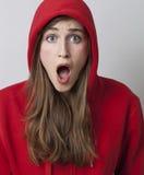 Muchacha hermosa 20s aterrorizada y sorprendida Foto de archivo libre de regalías