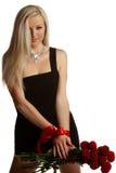 Muchacha hermosa y atractiva con un arqueamiento rojo Imágenes de archivo libres de regalías
