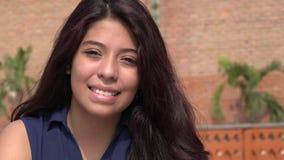 Muchacha hispánica adolescente sonriente Fotos de archivo
