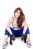 Muchacha hispánica joven que se sienta en el piso Fotos de archivo