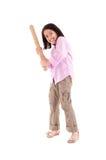 Muchacha hispánica con el bate de béisbol listo para golpear Foto de archivo libre de regalías