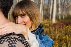 muchacha huging el muchacho Fotos de archivo