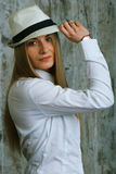 Muchacha increíble en un sombrero Foto de archivo