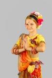 Muchacha india (bailarín) en postura de invitación Fotos de archivo libres de regalías