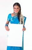 Muchacha india con el cartel blanco Imagen de archivo libre de regalías