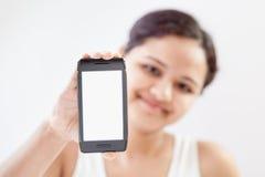 Muchacha india con el teléfono elegante móvil 4 Imagen de archivo libre de regalías