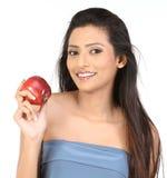 Muchacha india con la manzana Imagen de archivo libre de regalías