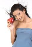 Muchacha india con la manzana Foto de archivo libre de regalías