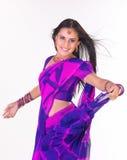 Muchacha india con la sari del vuelo Fotos de archivo libres de regalías