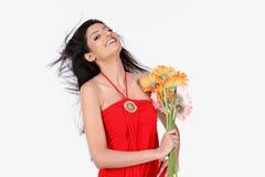 Muchacha india con las flores de la margarita Imágenes de archivo libres de regalías