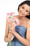 Muchacha india con las flores de la margarita Fotos de archivo libres de regalías
