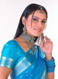 Muchacha india con su dedo en la mejilla Imágenes de archivo libres de regalías