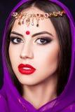 Muchacha india en la imagen de un maquillaje hermoso Imágenes de archivo libres de regalías