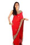 Muchacha india joven en la ropa tradicional. Fotografía de archivo