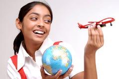 Muchacha india que sostiene el globo y un avión del juguete Imagen de archivo