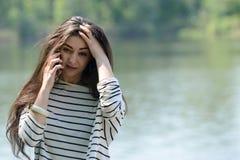 Muchacha infeliz con el teléfono móvil Fotos de archivo libres de regalías