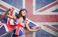 Muchacha inglesa alegre con una bandera Imagen de archivo
